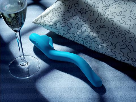 Creative-Way-How-to-Introduce-Sex-Toys-Into-the-Bedroom_large